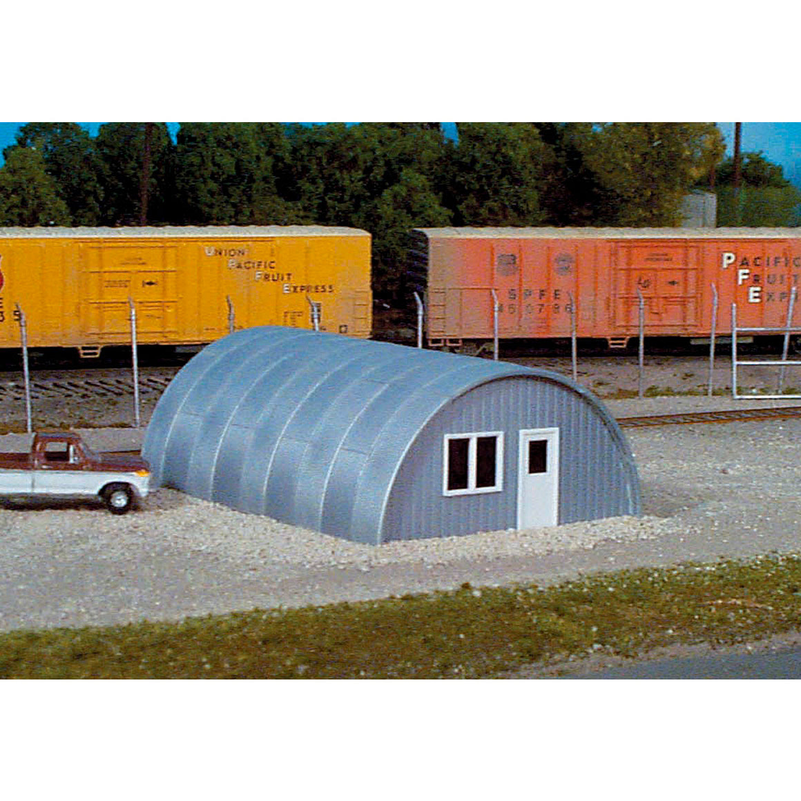 HO Scale: Quonset Hut - Kit