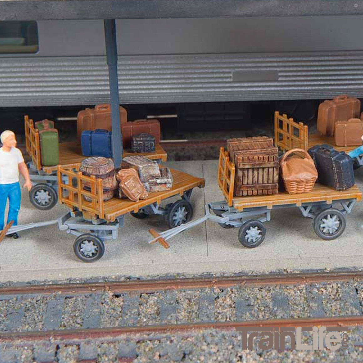 HO Scale: Baggage Carts - Kit