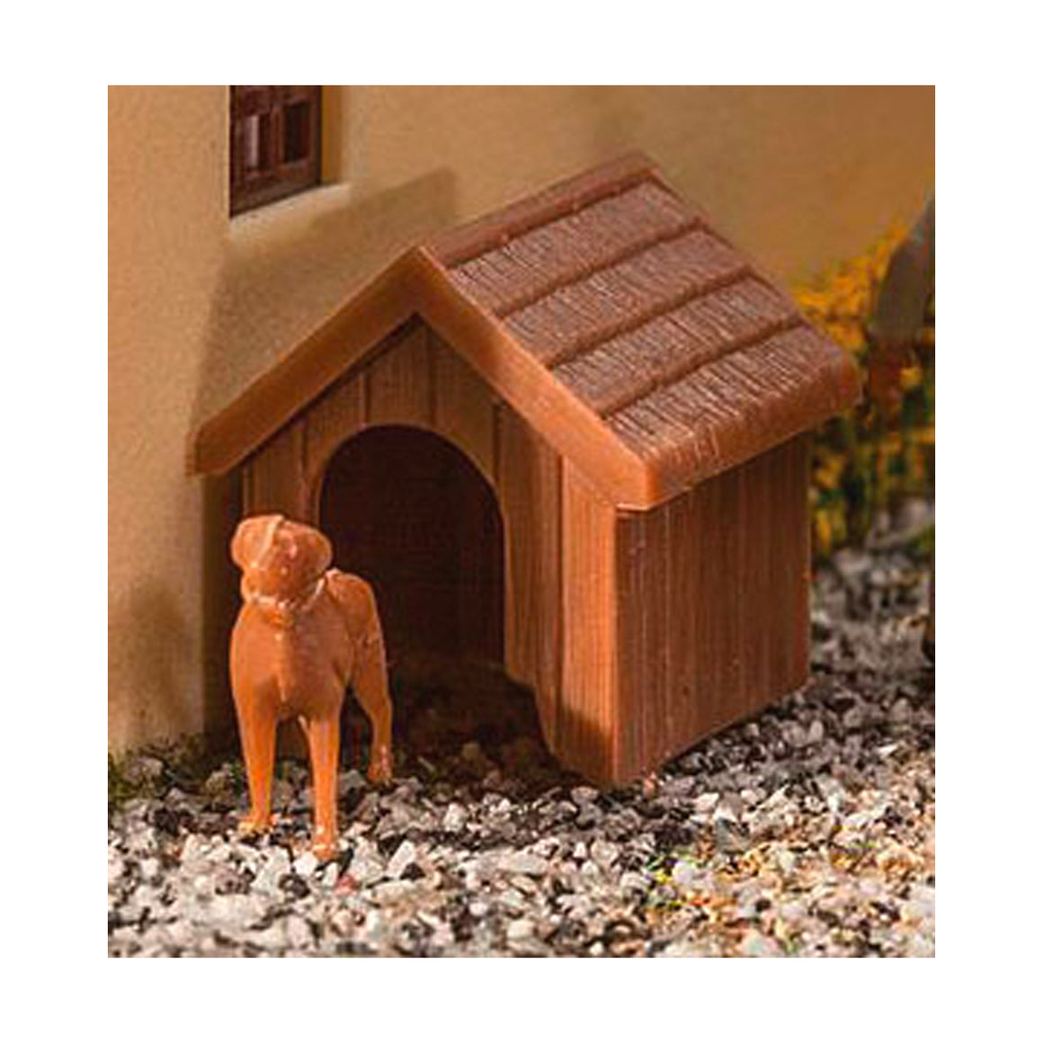 HO Scale: Dog and Doghouse - Kit