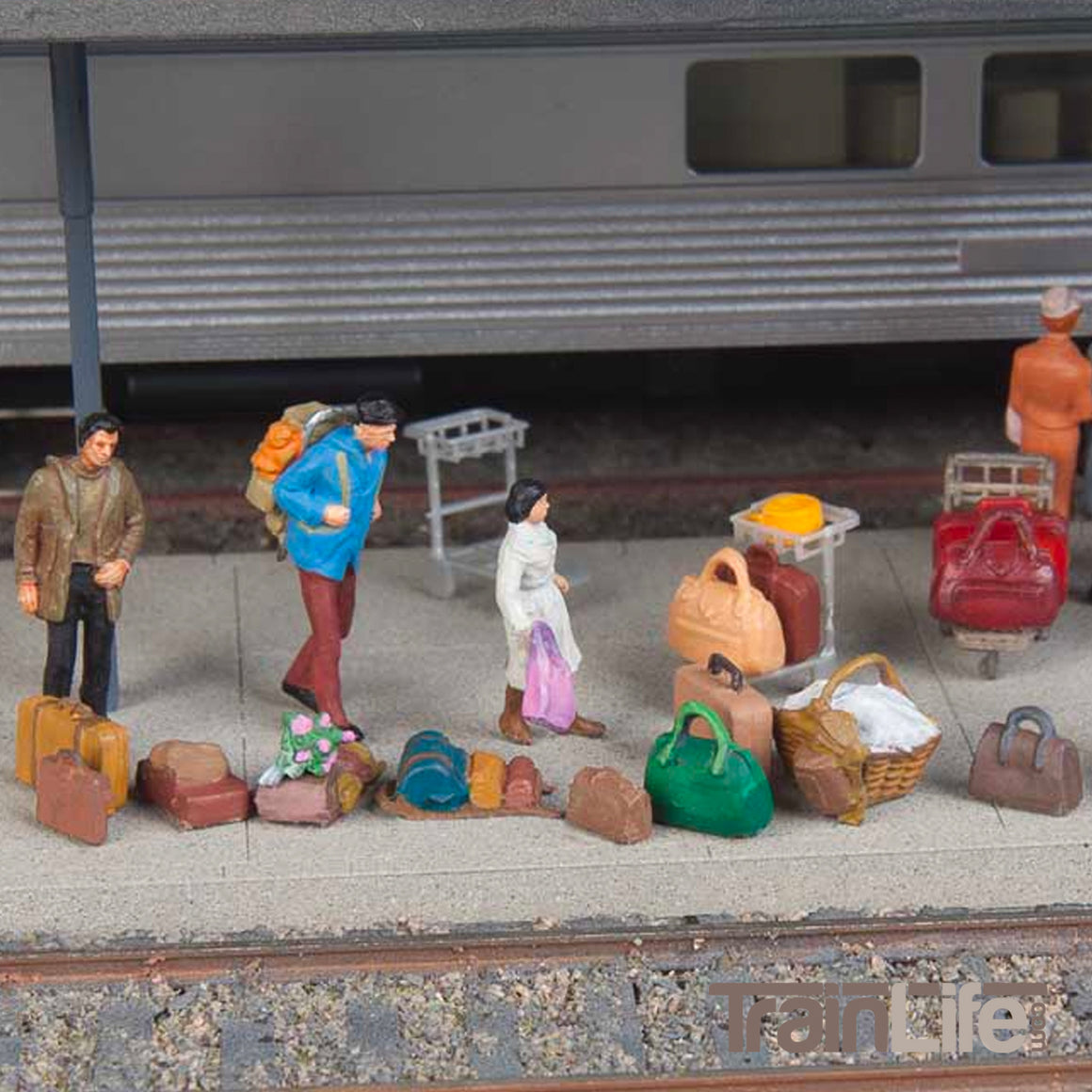 HO Scale: Suitcases, Packs and Baggage Trolleys - Kit