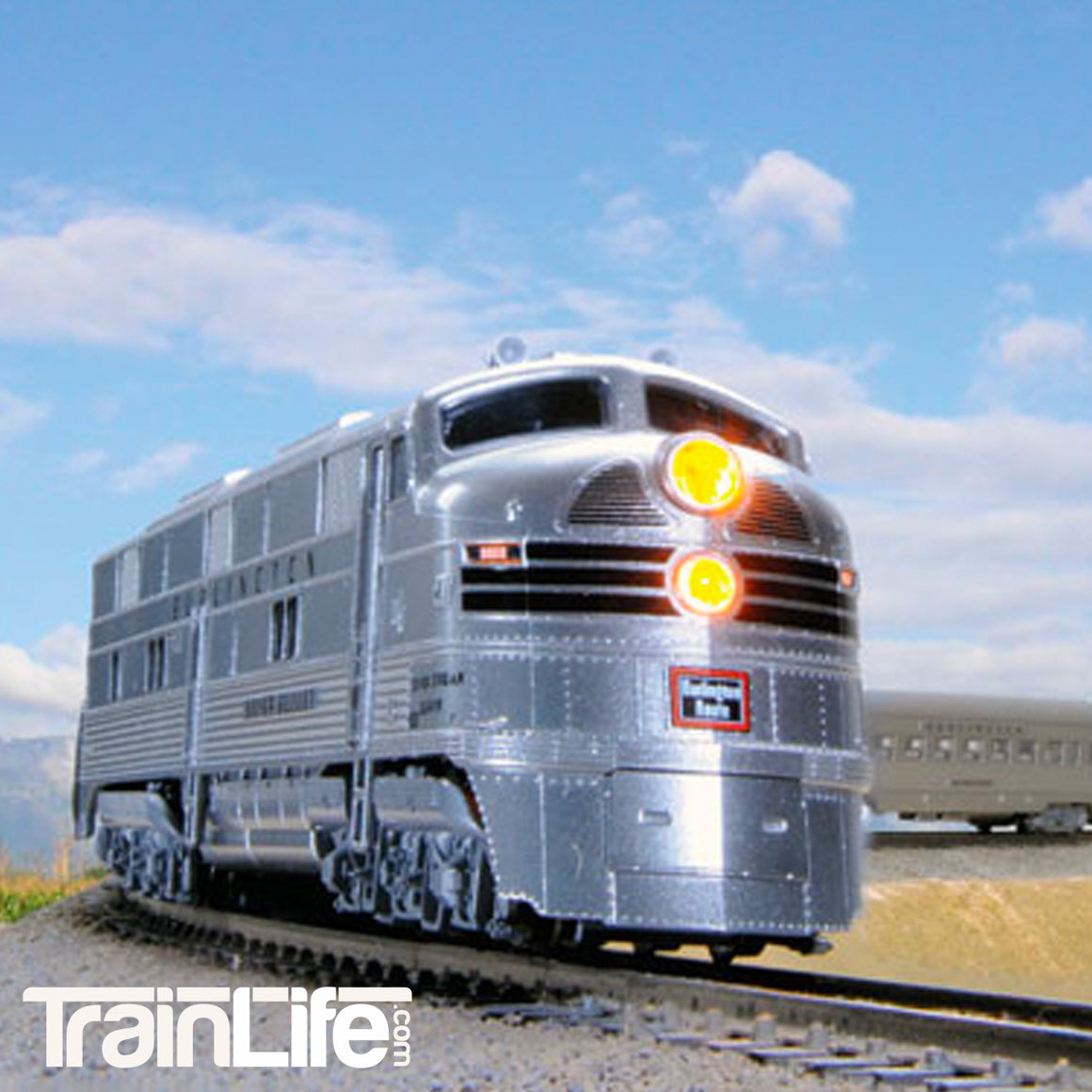 N Scale: CB&Q Silver Streak Zephyr Train Set - DCC