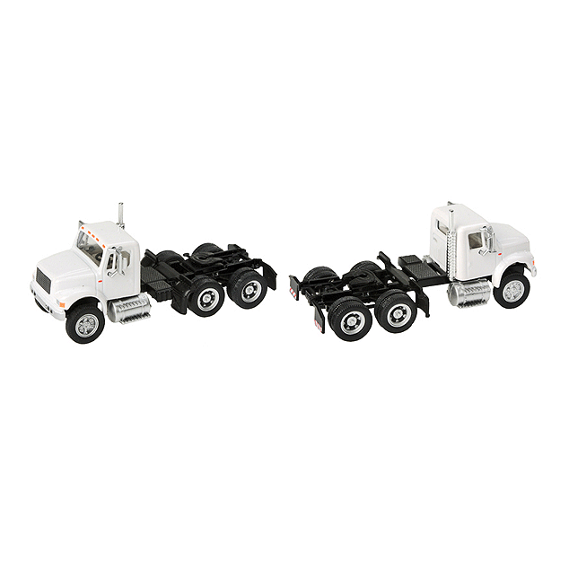 HO Scale: International® 4900 Dual-Axle Semi Tractor - White