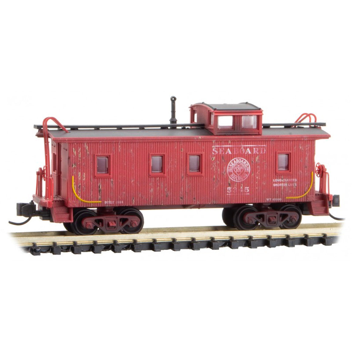 N Scale: 34' Wood Sheathed Caboose - Seaboard - Weathered