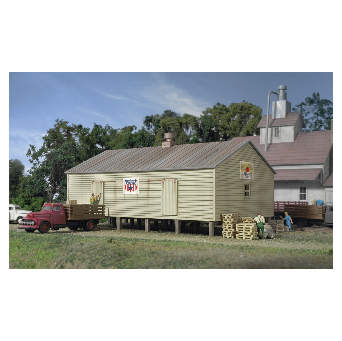 N Scale: Co-Operative Storage Shed on Pilings - Kit