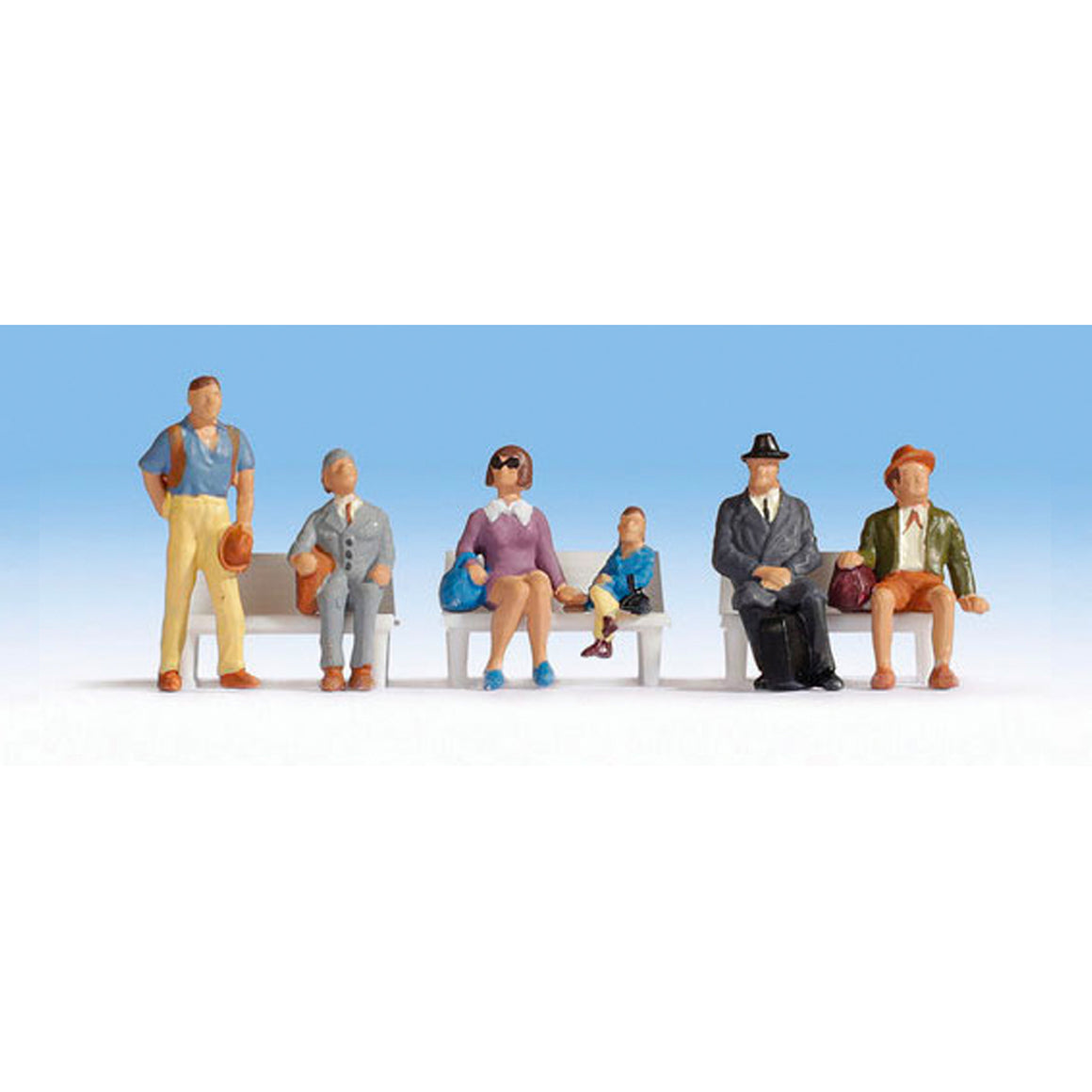 HO Scale: Waiting Passengers - 6 Pack