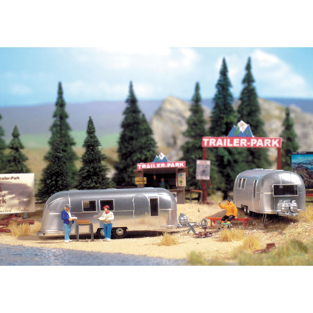 HO Scale: Camp Site with Two Trailers - Kit