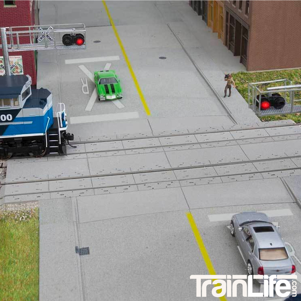 HO Scale: Modern Concrete Grade Crossing - Kit