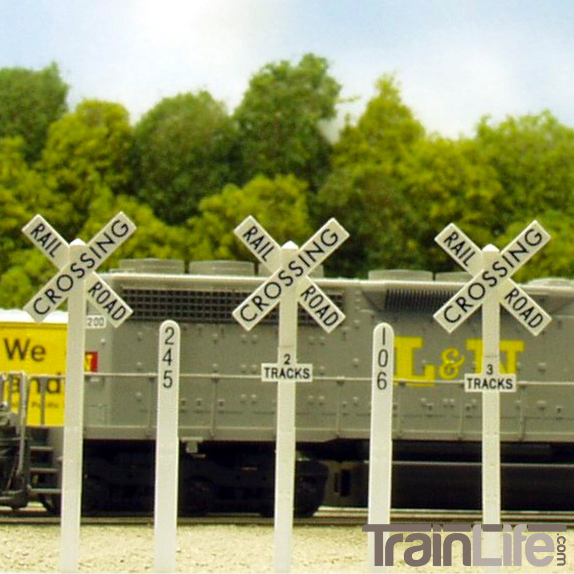 HO Scale: Crossbucks & Mileposts - Kit