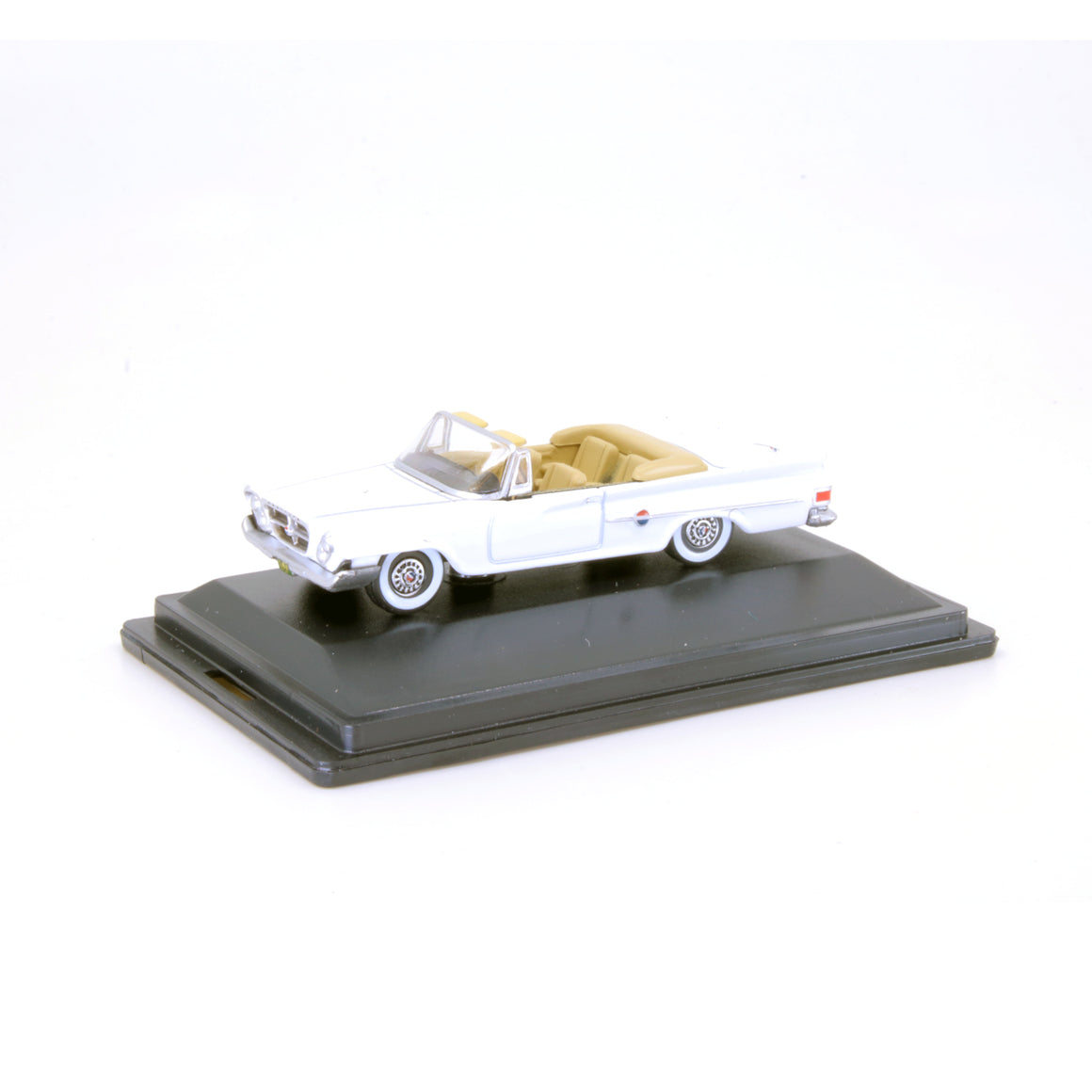 HO Scale: 1961 Chrysler 300 Convertible - White