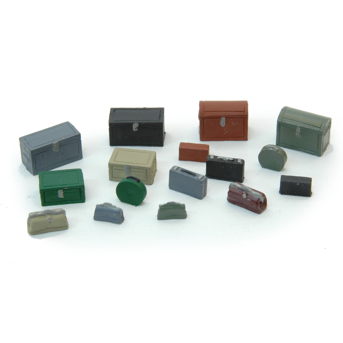 HO Scale: Vintage Luggage & Trunk Detail Set - 16 Pack