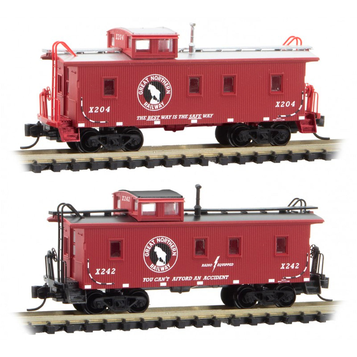 N Scale: 34' Wood Sheathed Caboose - Great Northern - Two Pack