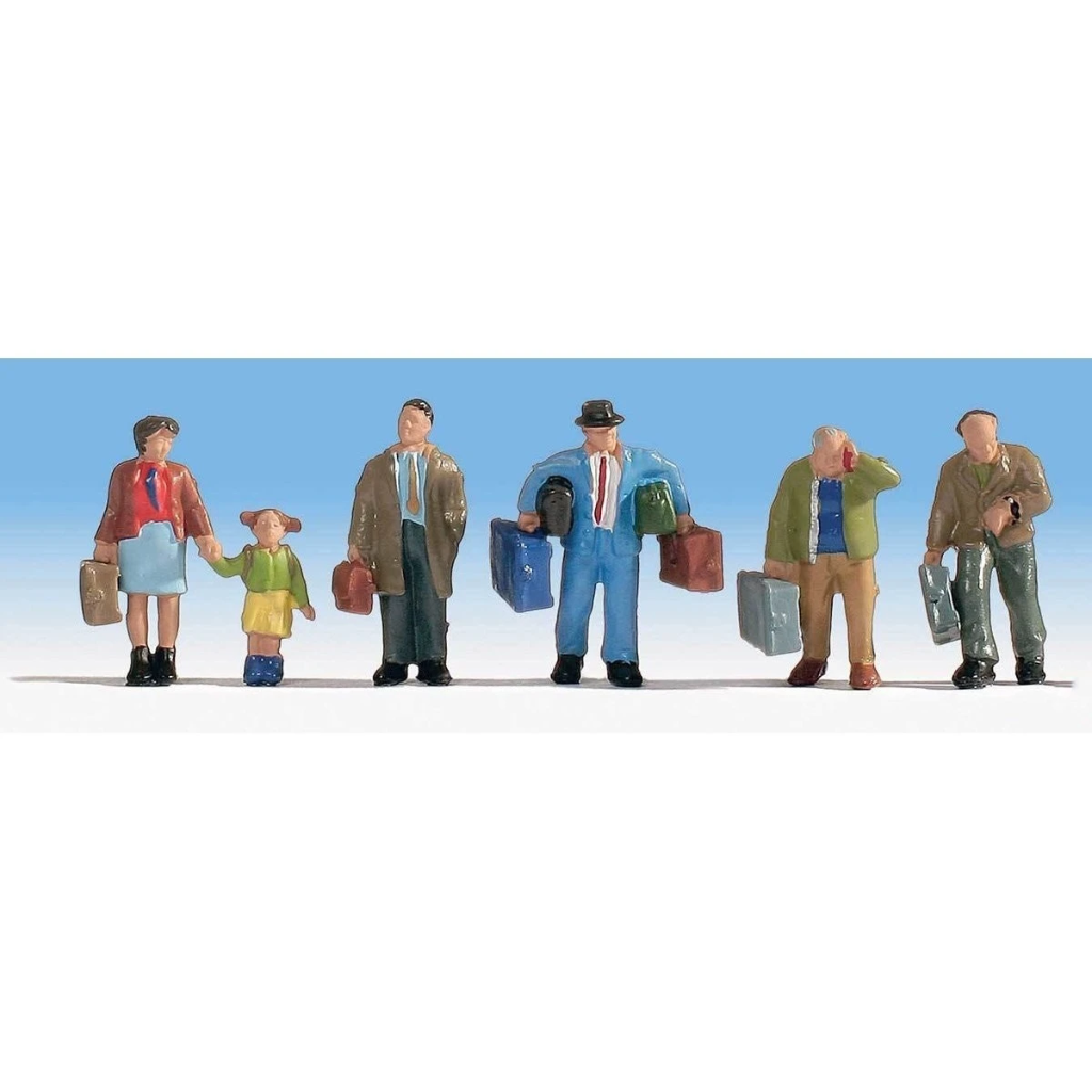 HO Scale: Travelers with Luggage - 5 Pack