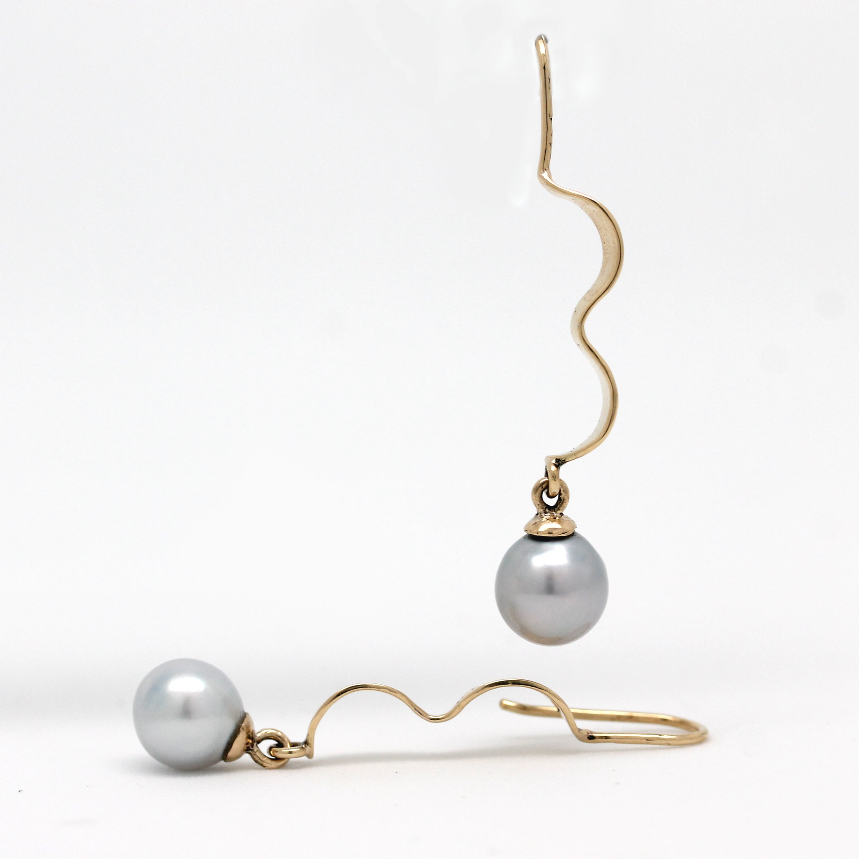 14K Yellow Gold Hanging Earrings with Cortez Pearls