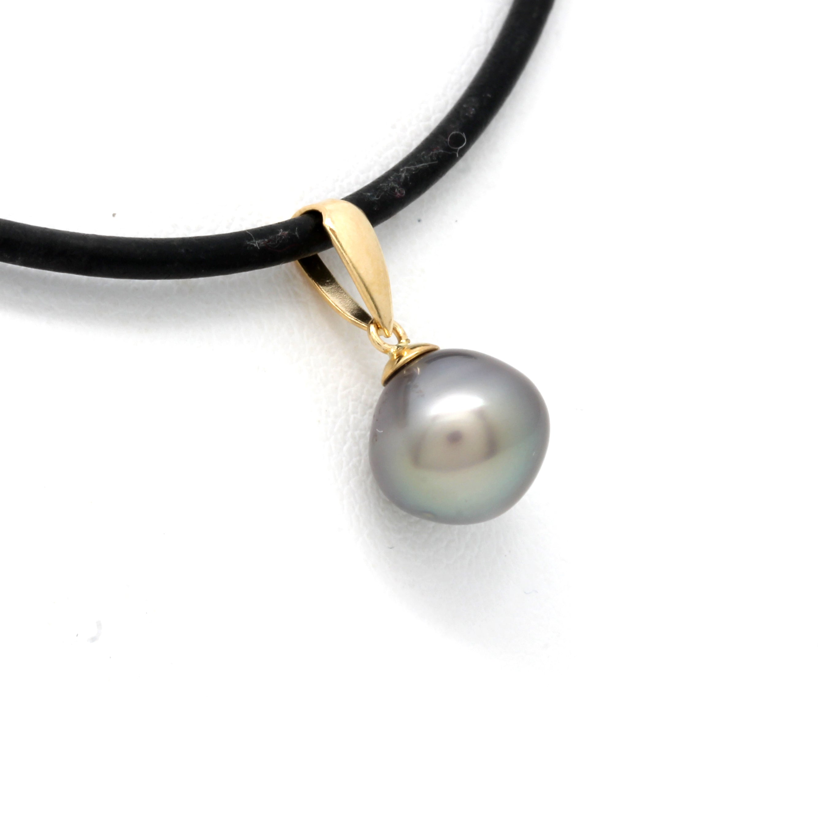 Classic 18 K Yellow Gold Pendant with Cortez Pearl