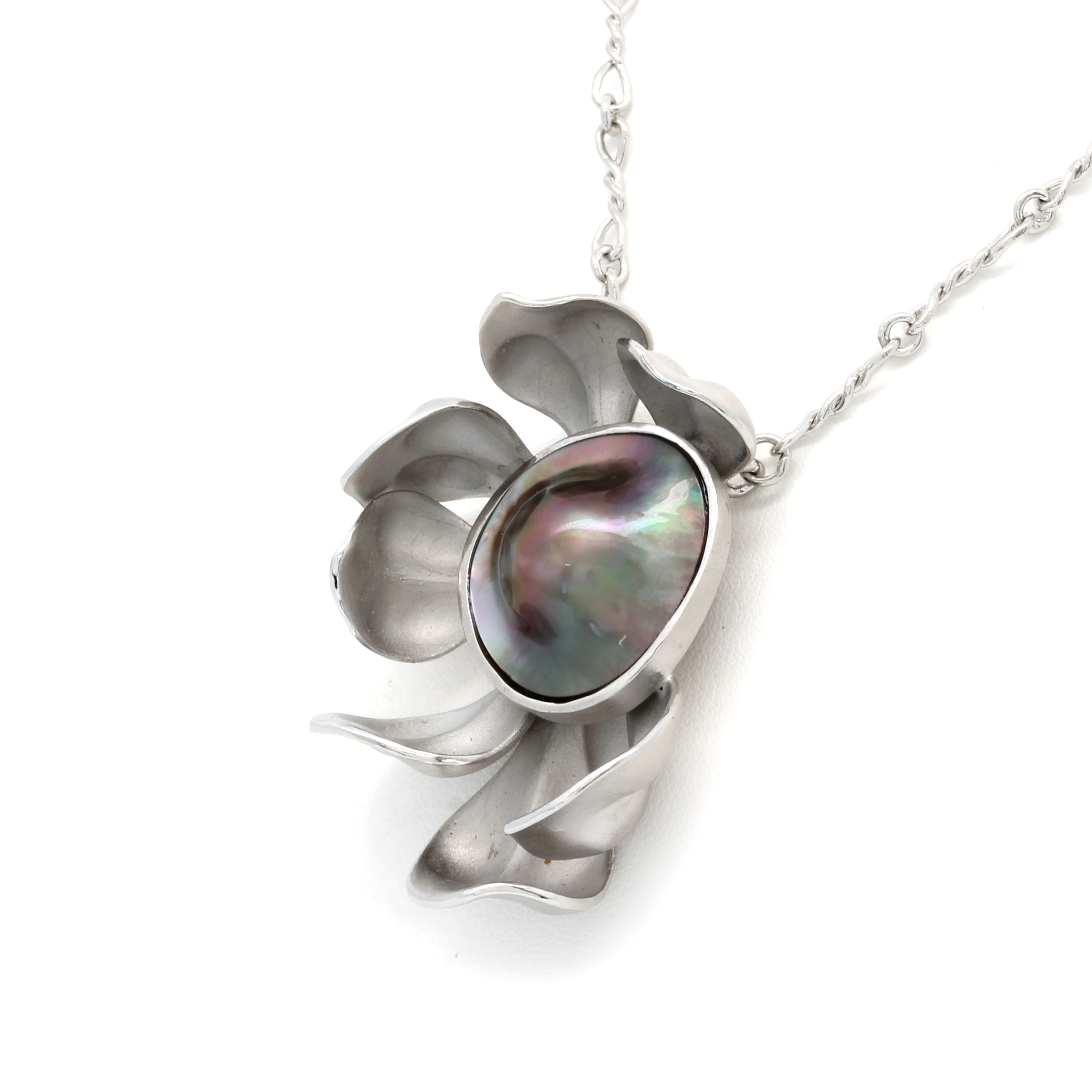 """Flor Mabe"" Silver Pendant and chain with Cortez Mabe Pearl by Héctor Salgado"