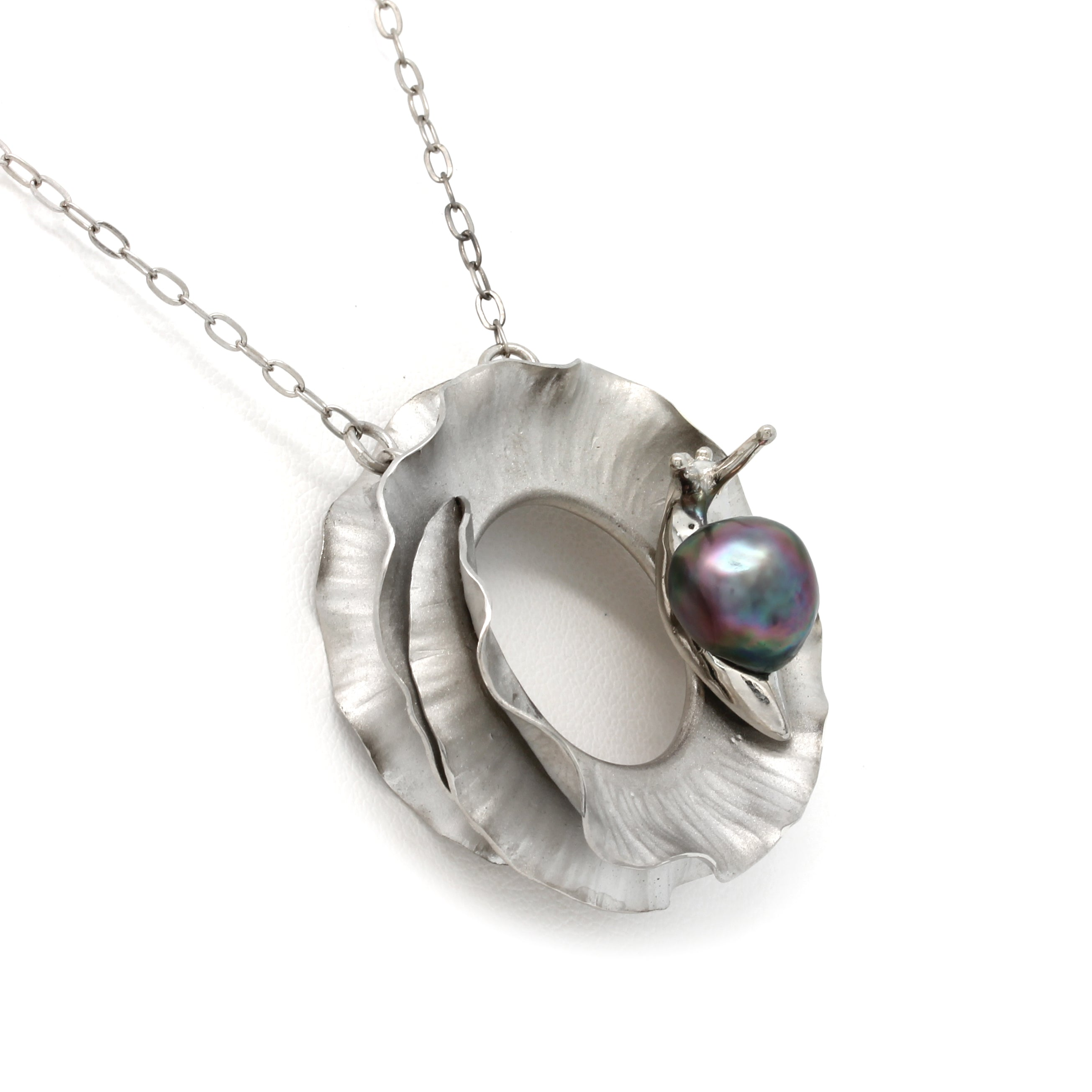 """Travesía"" Silver Pendant and chain with Cortez Pearl by Héctor Salgado"