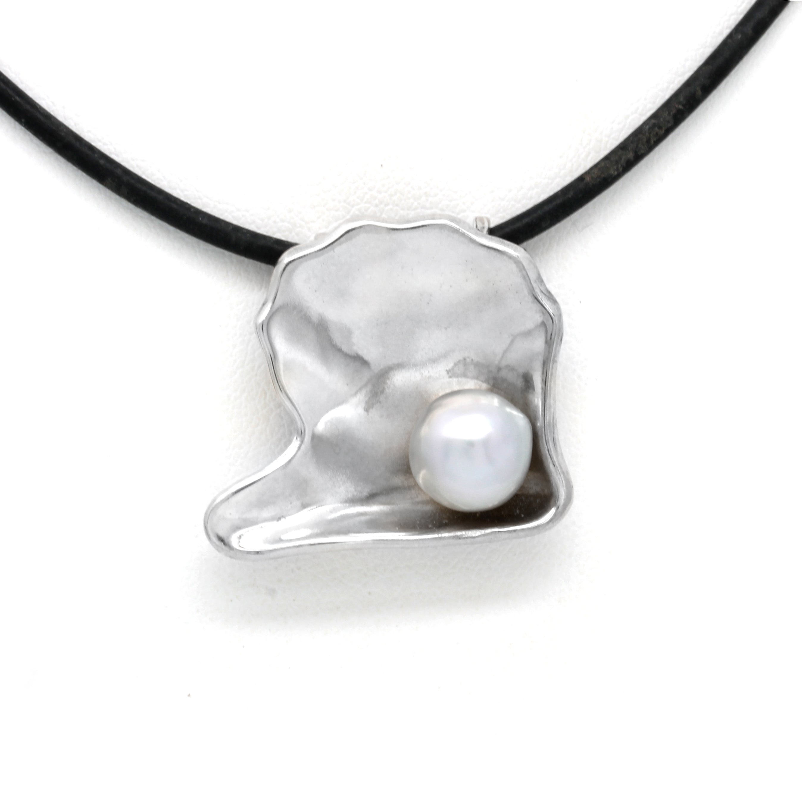 """Pteria"" Silver Pendant with Stunning Cortez Pearl"