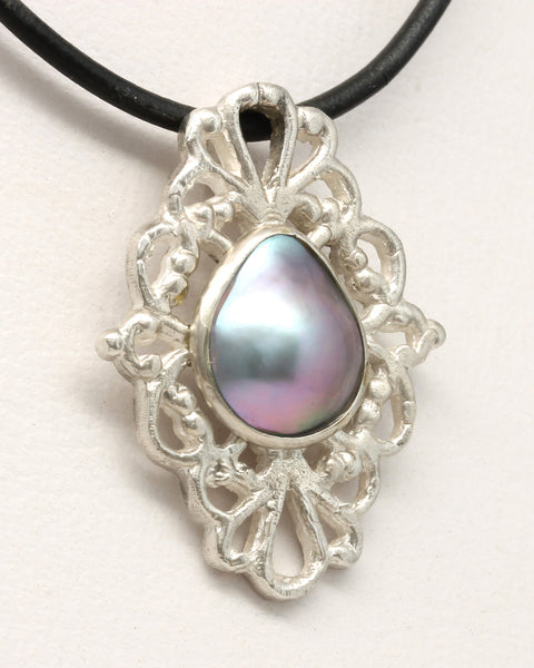 """Victorian"" Mabe Pearl Pendant by Tania María - Dije ""Victorian"" de Tania María GP894"