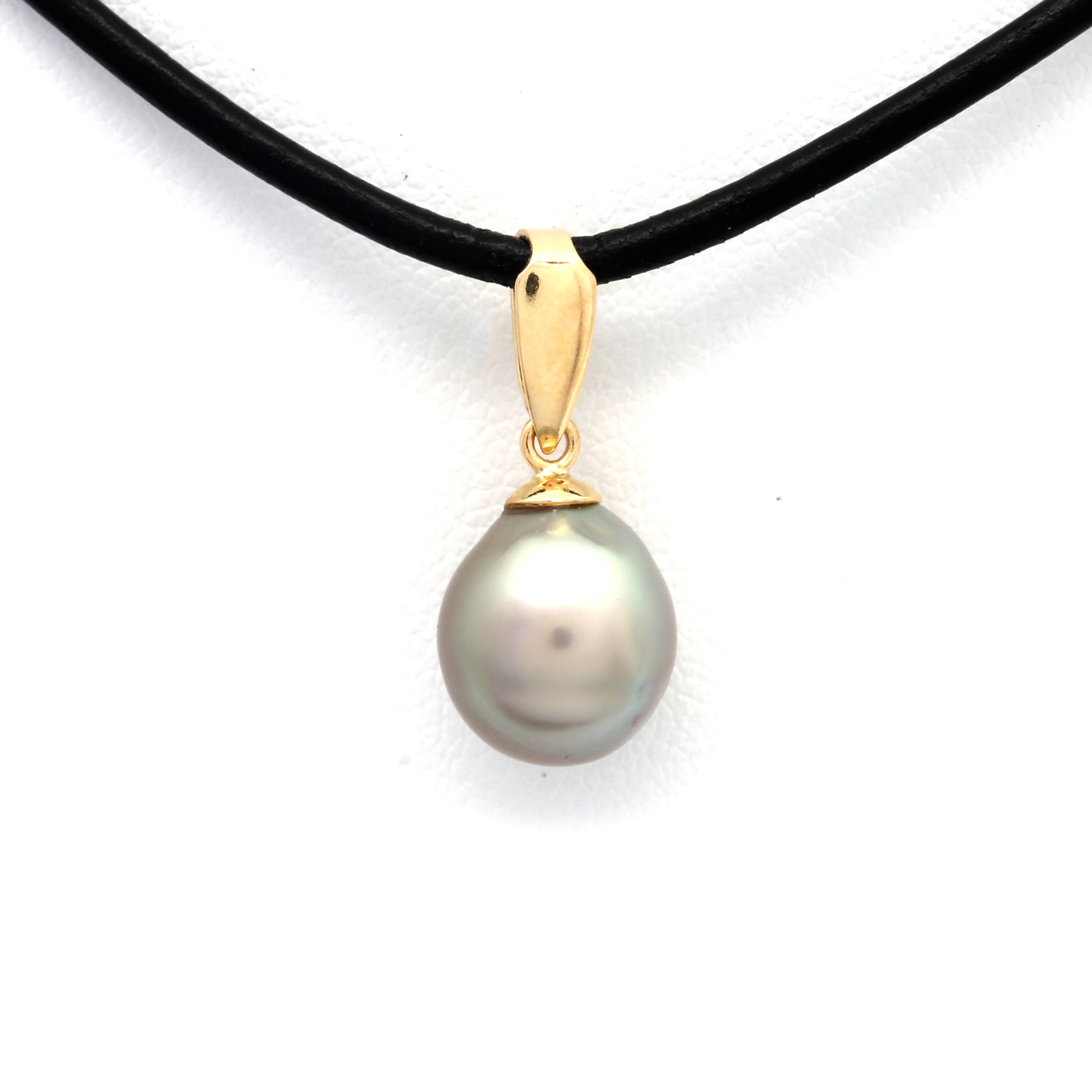 Classic 18K Yellow Gold Pendant with Cortez Pearl