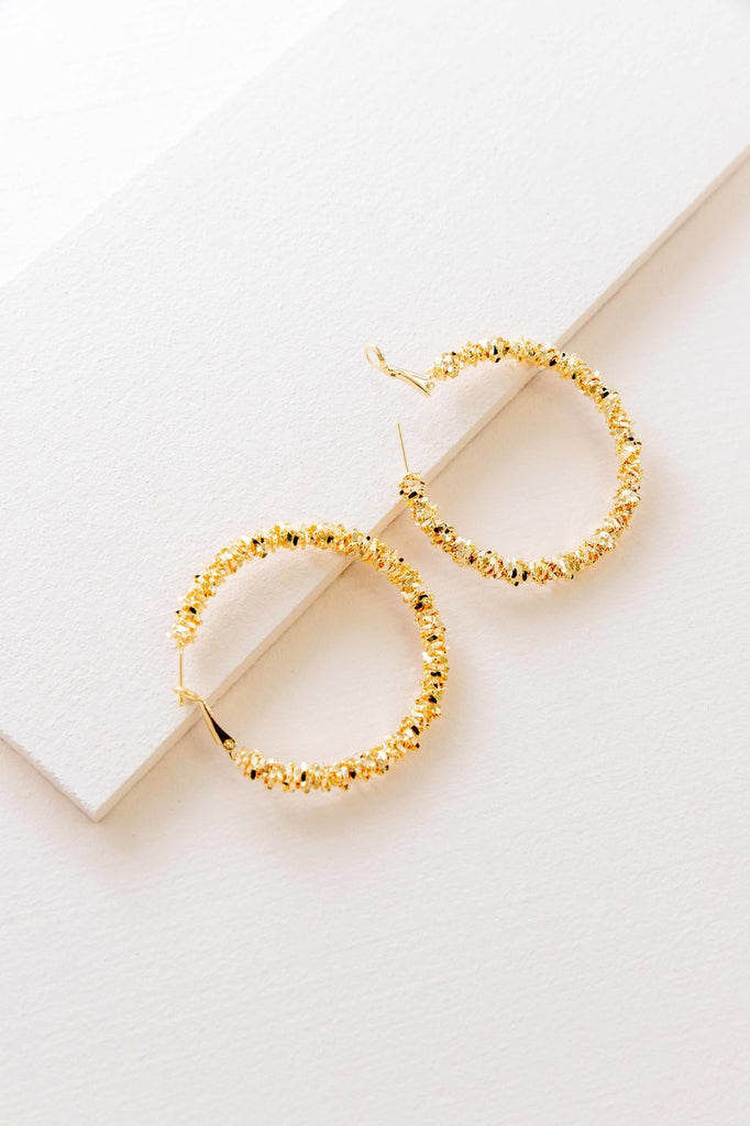 UPTOWN BRUSHED HOOP EARRINGS (14K)