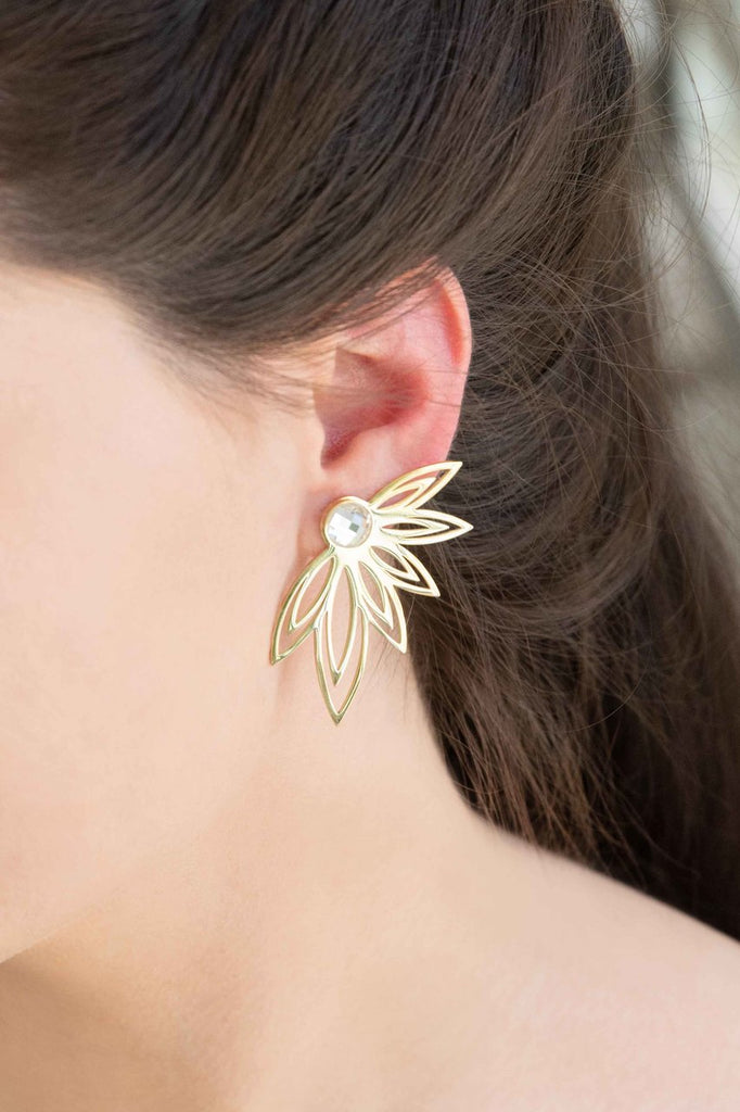 LOVELY HALF FLOWER EARRINGS (14K)