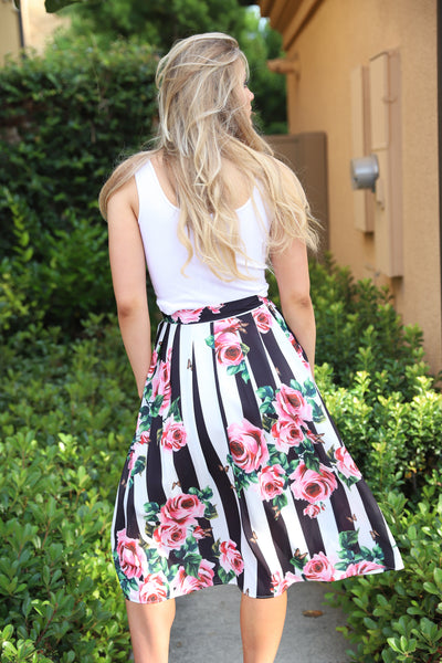 MAGIC OF LOVE FLORAL PLEATED SKIRT