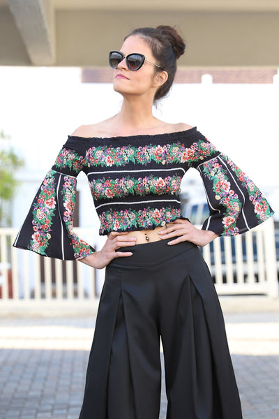 OFF THE SHOULDER SPRING BLACK TOP