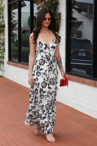 ELEGANTLY DESIGNED WHITE MAXI DRESS