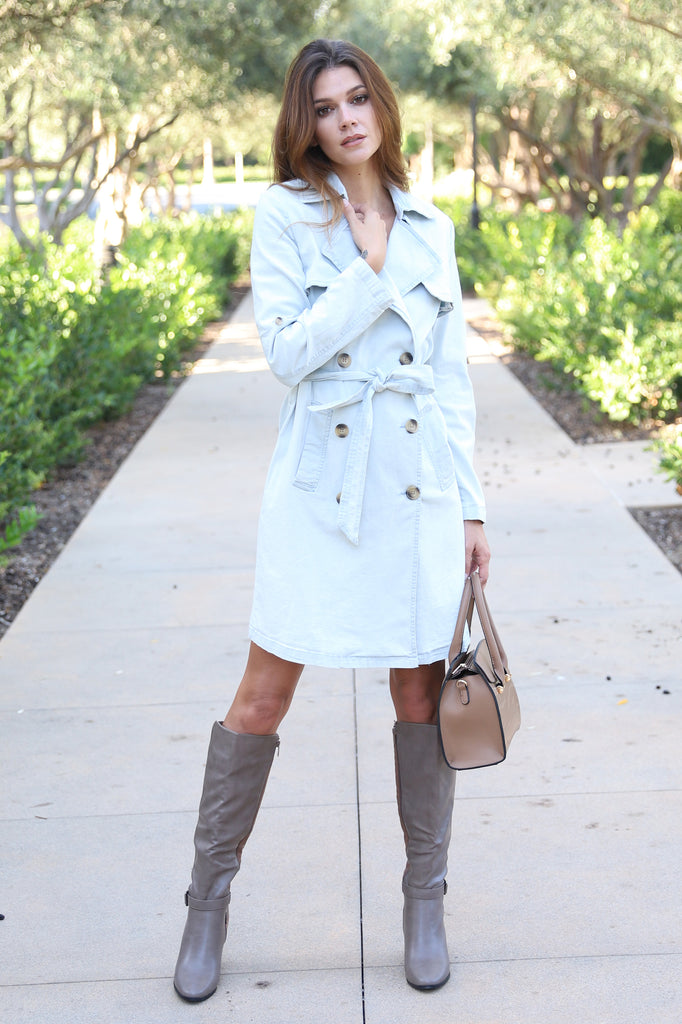 DEAREST FRIEND LIGHT WASH TRENCH COAT