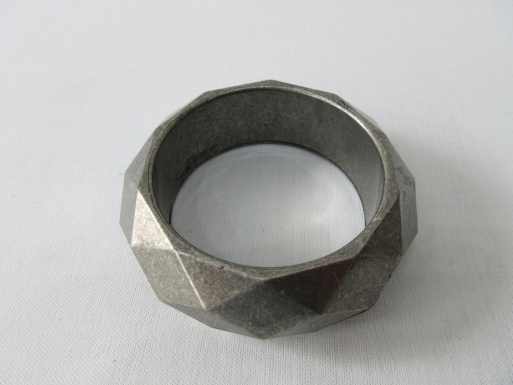 Angle style Bangle with dimond shape design unknown metal, probably Aluminium 1.5cm thickness, 6.5cm inside diameter