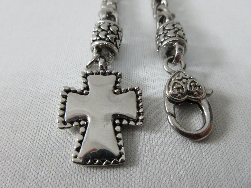 20A60 Shiny Metal Cross Chain. Usage unknown, too small for neck, too large for wrist.  Can be used as an accessory for purse or clothing, with large clip on top end. 100% Stainless Steel. 33cm approximate length. 60 grams approximate weight.