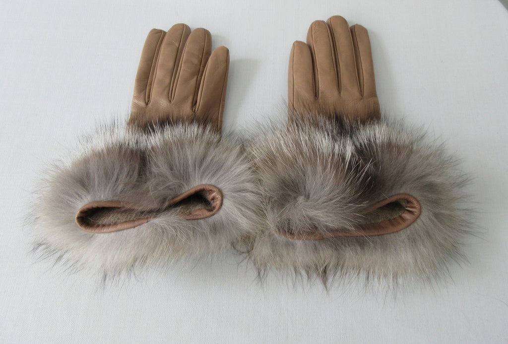 Gala Gloves Taupe Glove with Alpaca Base. Item Number D146NEWCALP ALPACA 948 002. Taupe Goves with Alpaca Base, 100% Leather upper, 100% Alpaca base. Made in Italy. 70g approximate weight.