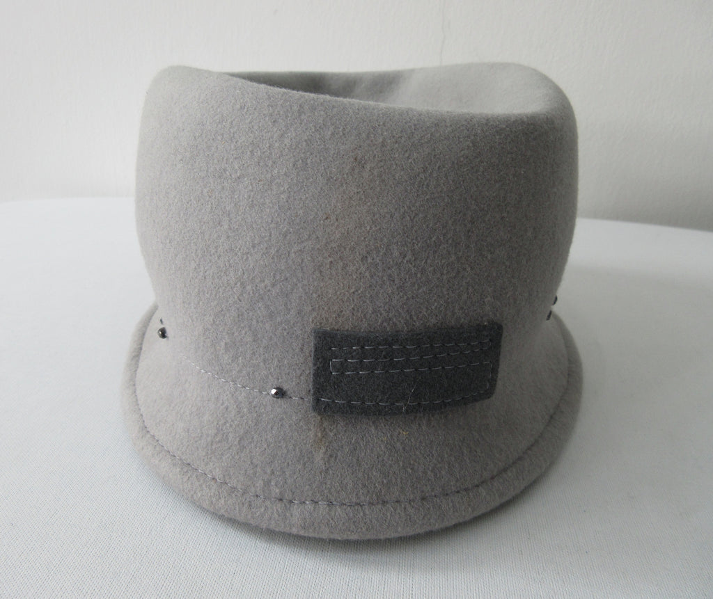Olka Hats 100% Wool with dark grey felt and Sequin trim. Size unknown, 58.5cm inside circumfrence. Length 26.5cm, Width 20cm, Height 12cm, 26g approximate weight. 100% Wool  Made in Canada