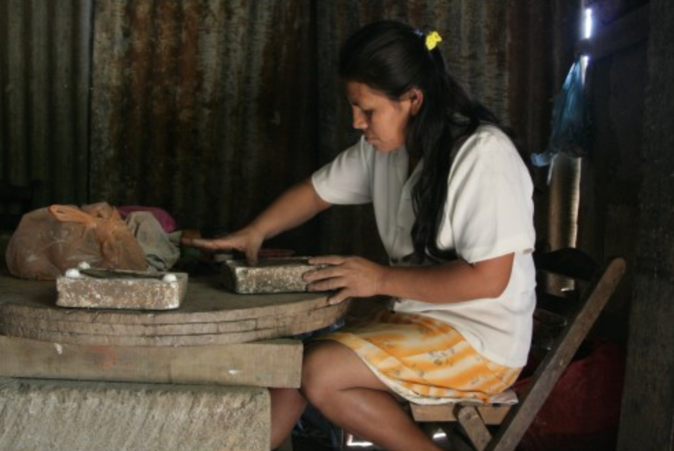 artisan in Honduras making fair trade handicraft gifts for do good shop