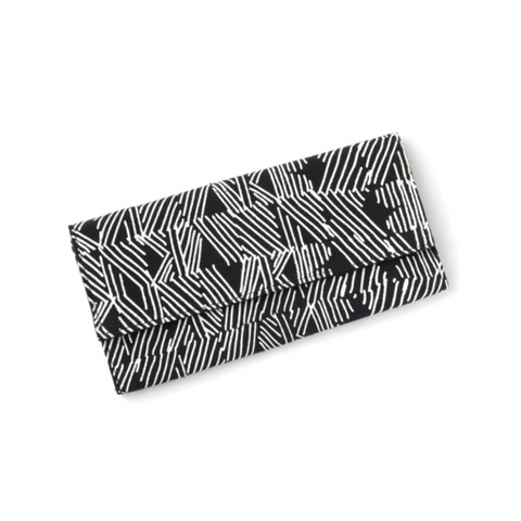 cotton.canvas.wallet.in.black.and.white.fair.trade.handmade.by.women.do.good.shop.ethical.accessories
