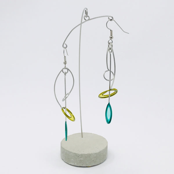 Circle Arch With Leaf Earrings