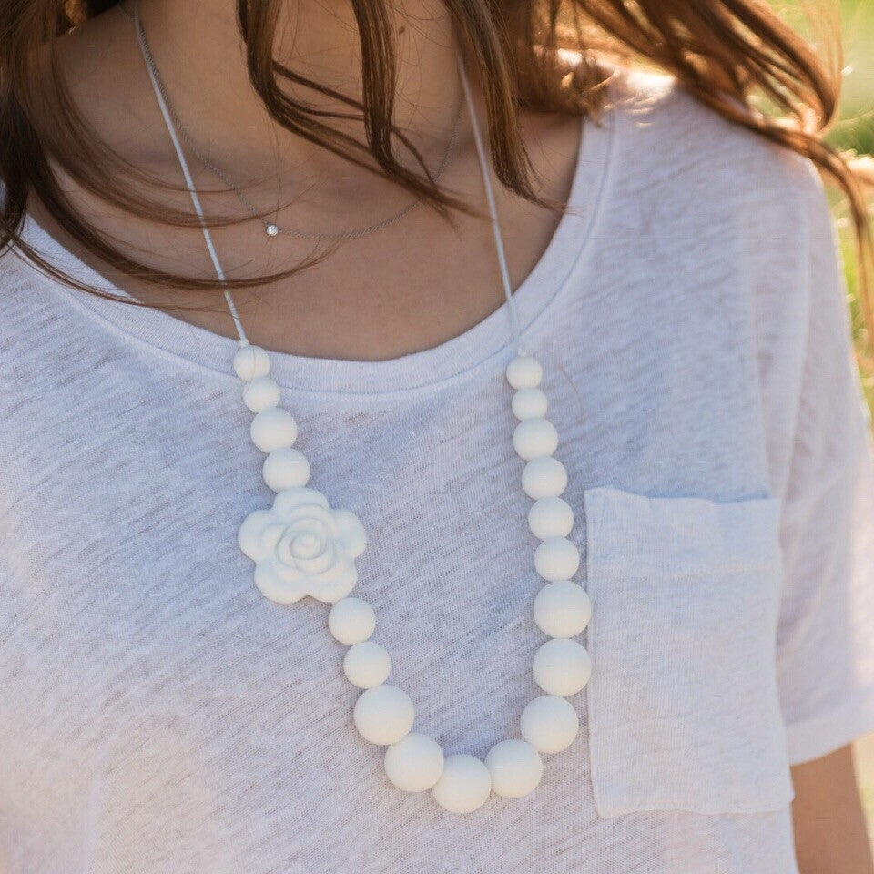 Mono Flower Necklace