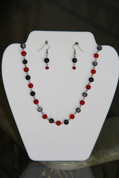 Red & Black Crackle bead necklace sets