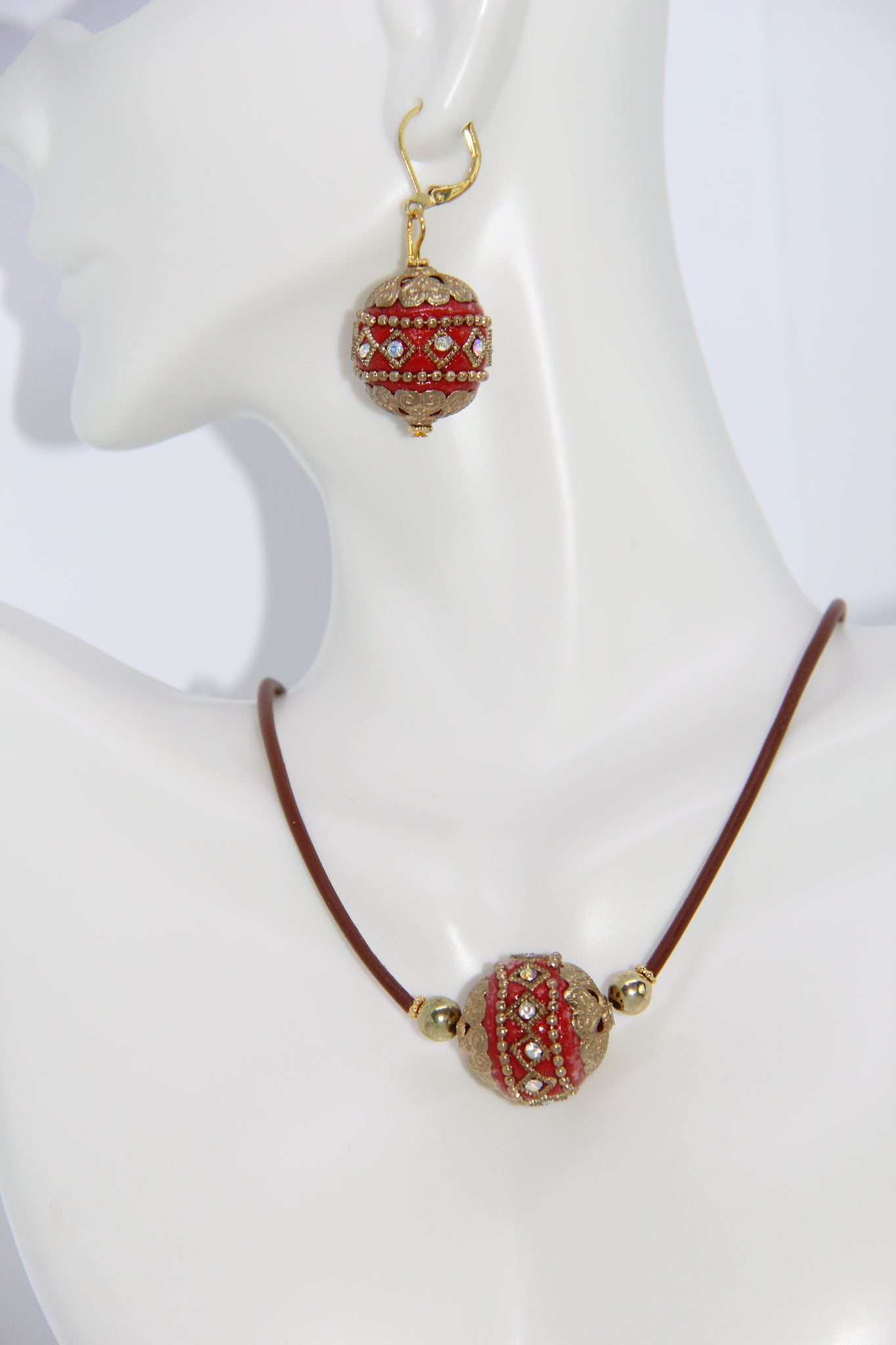Necklace sets handmade with hollow leather tube cord