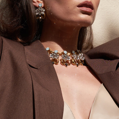 Our statement choker and earring set with an beautiful rhinestone encrusted design.
