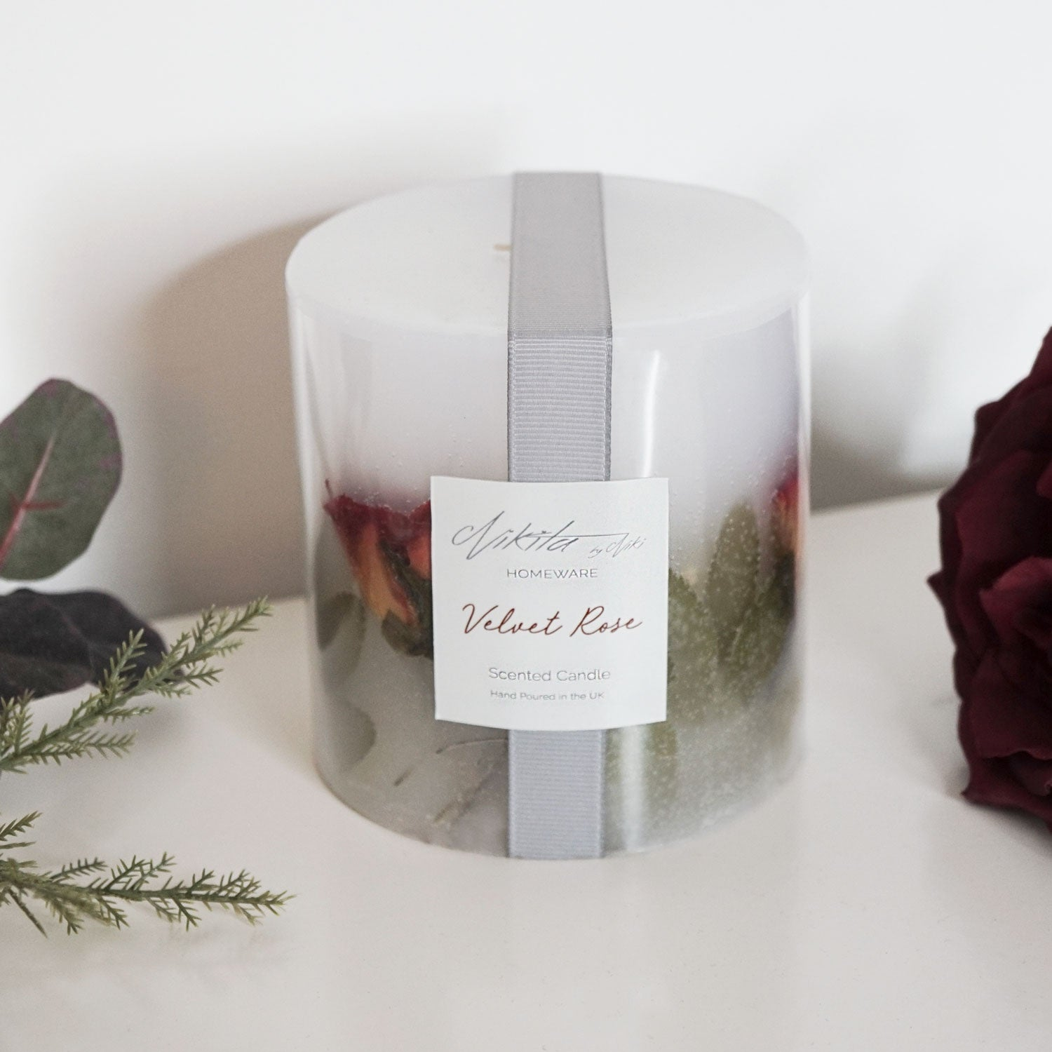 Scented floral red rose and geranium candle - Nikita by Niki