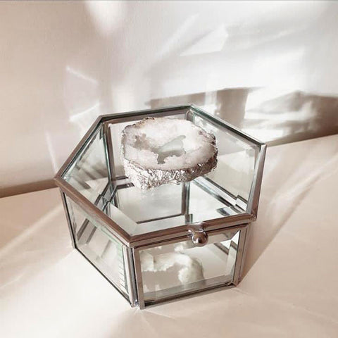 Our crystal agate glass jewellery trinket box is the perfect way to store your jewellery.