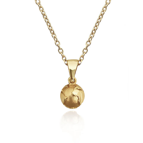 The 18k gold GLOBE TROTTER necklace with a choice of 3 colours reminds you of your travels around the world whilst adding an intricate piece to your jewellery collection.