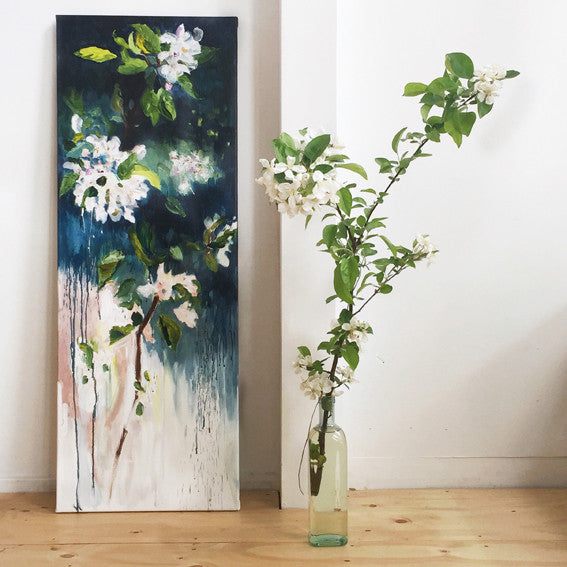 April-Sky-Blossoming-Lies-Goemans-40x110-cm-flower-painting-floral-flower-apple-blossom-bloemschilderij-with-model