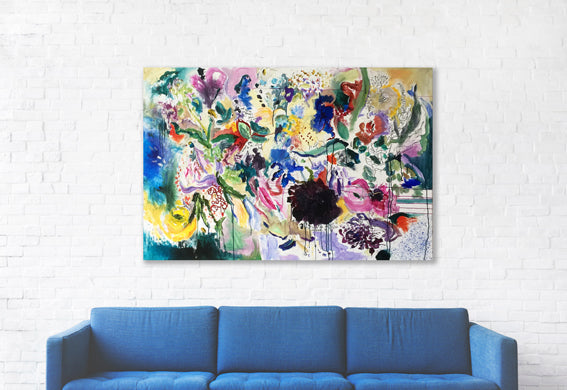 FloralPoetry-fun-of-being-colour-Lies-Goemans-painting-flower-schilderij-floral-150x100cm-interior-impression-blue-couch