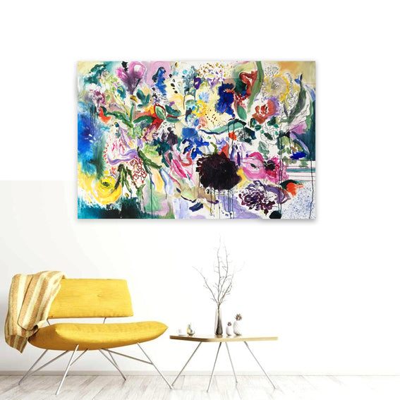 FloralPoetry-fun-of-being-colour-Lies-Goemans-painting-flower-schilderij-floral-150x100cm-interior-inpression-yellow-couch