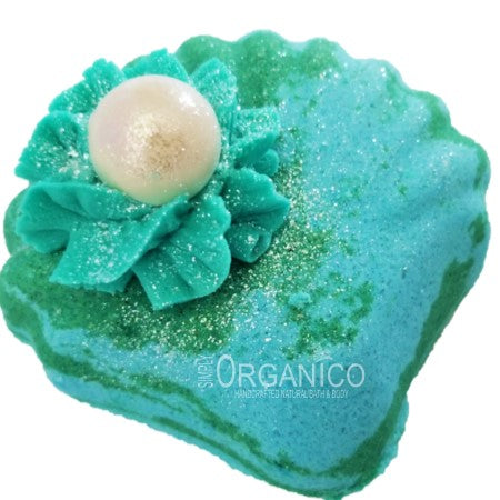 Akoya Pearl Bath Bomb Creamer Handmade Handcrafted Blog Lush Cosmetics Lushie Bath and Body Works Seashell Clamshell Ocean Teal Blue Green Bubble Bath