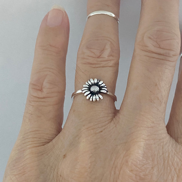 Sterling Silver Missing a Petal Daisy Ring, Dainty Ring, Silver Ring,  Flower Ring, Sunflower Ring