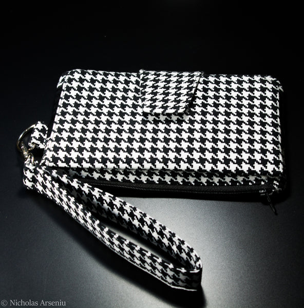 Wallet/Wristlet in Classic Black and White Houndstooth