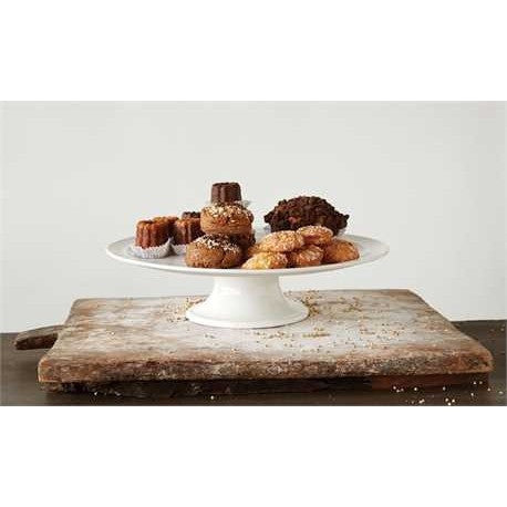 A Simple White Cake Plate